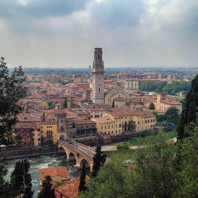 Cosa vedere a Verona? Al posto numero certamente il panorama da Castel San Pietro