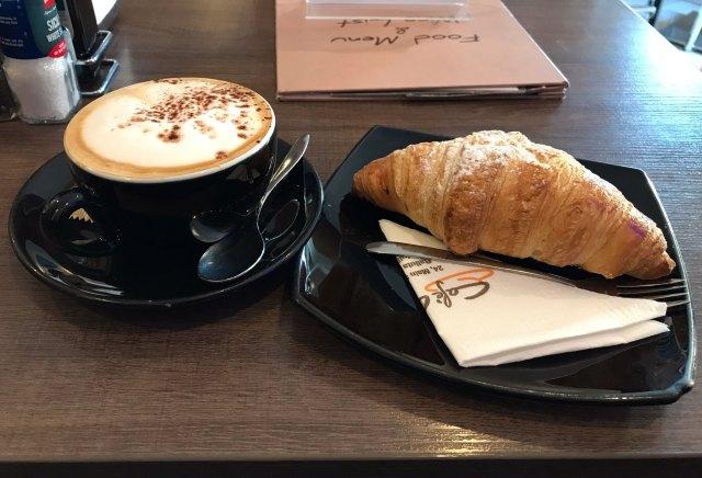 A Malta si può fare colazione all'italiana, con cappuccino e brioche buonissime