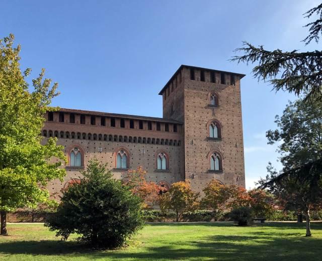 Cosa vedere a Pavia? Di certo il Castello Visconteo, simbolo della città