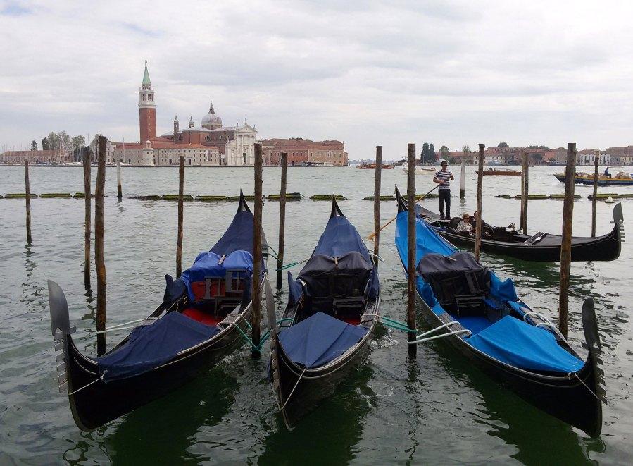 Le gondole e la Laguna sono uno dei 20 scatti da fotografare a Venezia