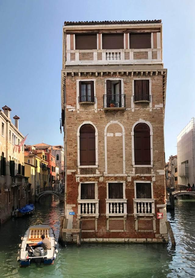 La casa che si vede dal ponte di Calle Bragadin o Pinelli è uno dei 20 luoghi da vedere e fotografare a Venezia