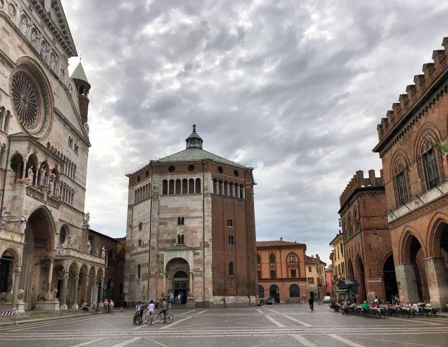 Il cuore di Cremona: Piazza del Comune, dove ci sono Duomo, battistero e municipio