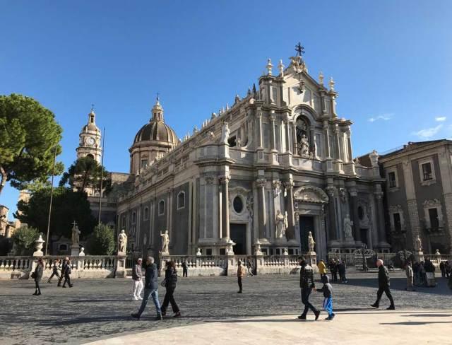 Cosa vedere a Catania? Sicuro Piazza del Duomo e la Cattedrale