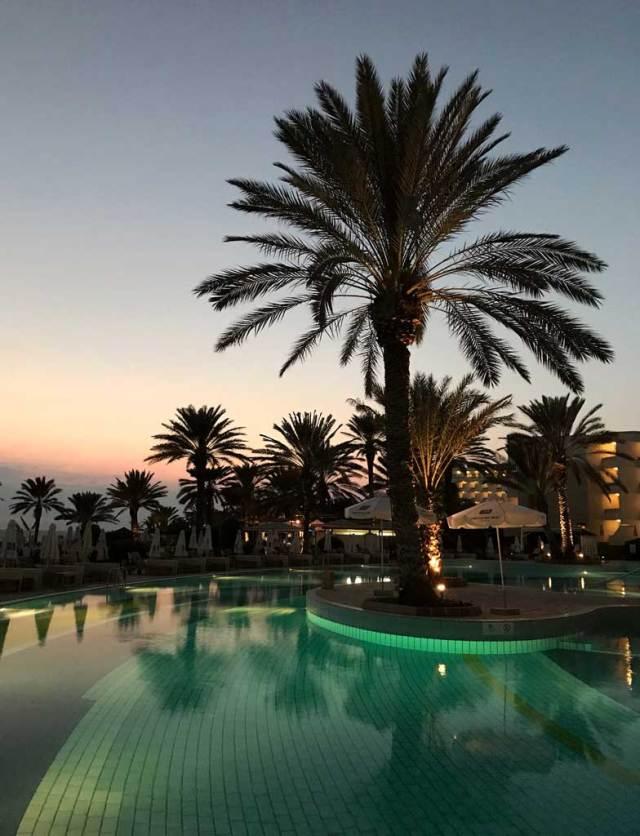 L'Athena Beach Hotel di Pafos ha meravigliose piscine accanto al mare