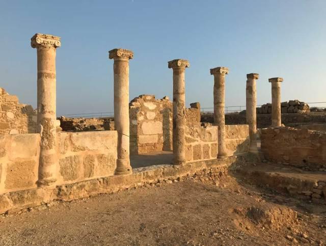 Visitare Cipro è un viaggio nel tempo in un angolo esotico nel Mediterraneo