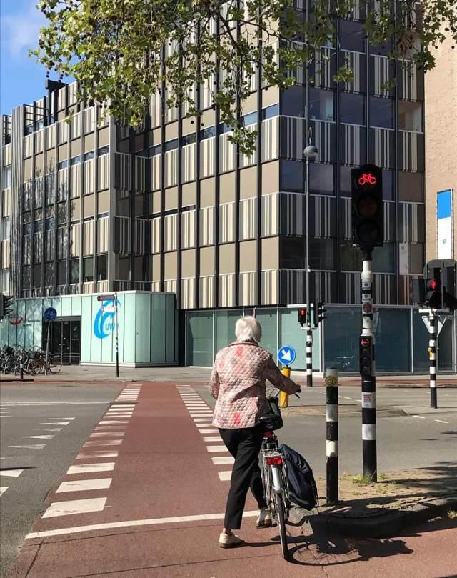 La bicicletta è il mezzo migliore per muoversi in Olanda, specialmente nelle campagne