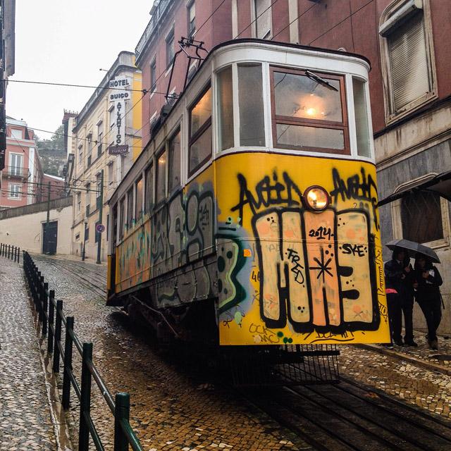 Dove fare foto a Lisbona: non bisogna perdere i famosi tram e gli elevador