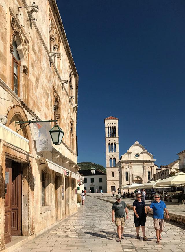 Cosa visitare in Croazia? Di certo Hvar, una cittadina e un'isola meravigliose