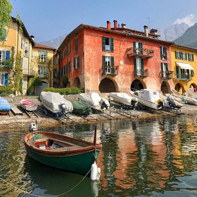 Cosa vedere sul Lago di Lecco? Borghi pittoreschi con splendide chiese e spiagge sassose.
