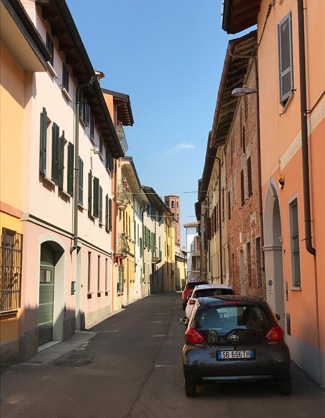 Il borgo di Soncino in provincia di Cremona è pieno di vie colorate