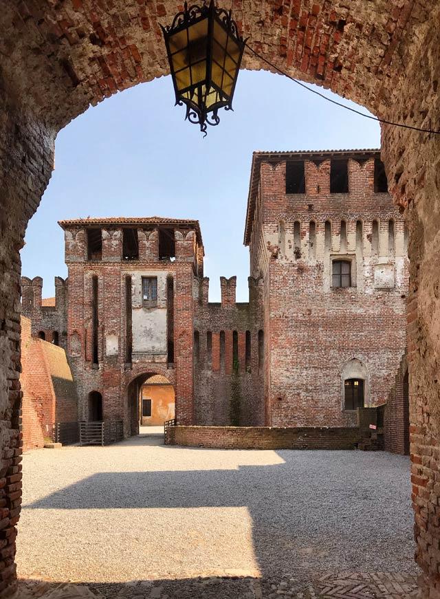 Il Castello di Soncino in provincia di Cremona è il simbolo del borgo