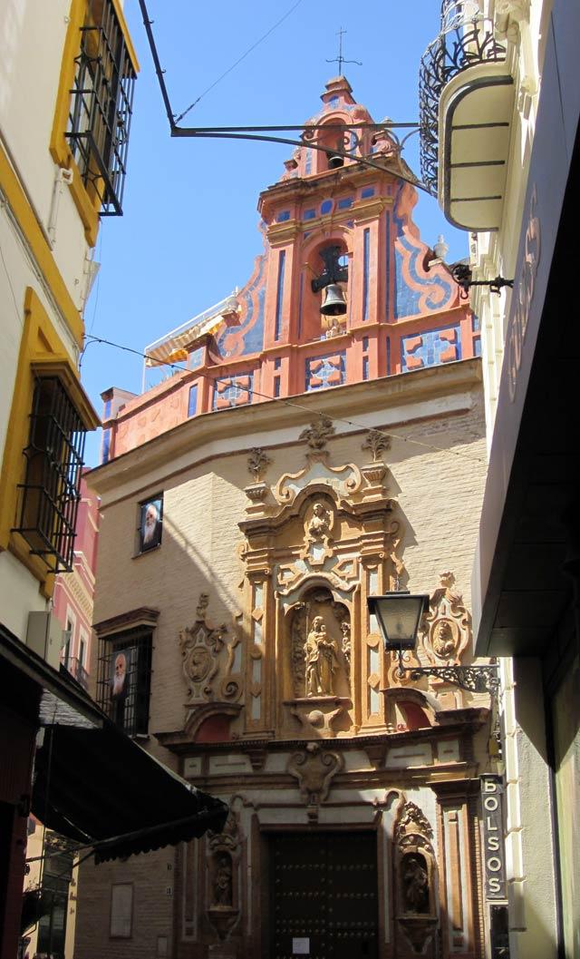 Chiese barocche bellissime costellano il centro storico di Siviglia, in Andalusia