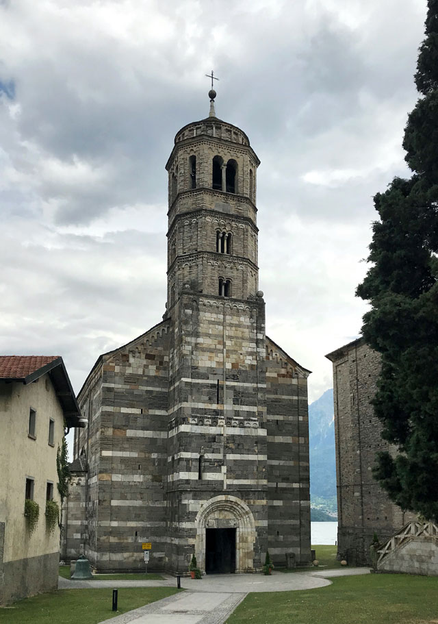 La Chiesa di Santa Maria del Tiglio è un gioiello romanico di Gravedona, nell'Alto Lago di Como