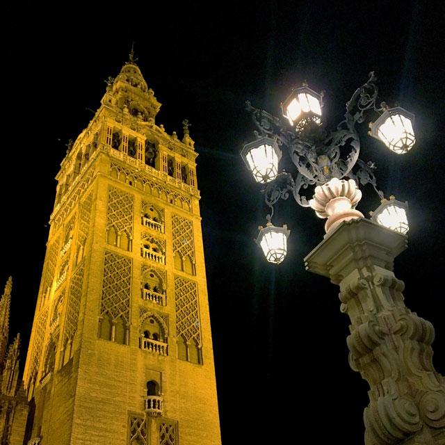 Cosa visitare a Siviglia? Per prima cosa la Giralda e la Cattedrale