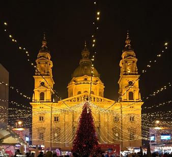 Budapest con i mercatini di Natale è una città bellissima e vivissima