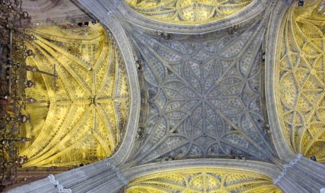 La Cattedrale di Siviglia internamente è in stile stile gotico quattrocentesco