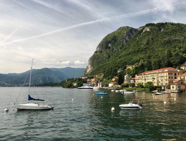 Menaggio si raggiunge facilmente con il traghetto da Varenna che attraversa il Lago di Como