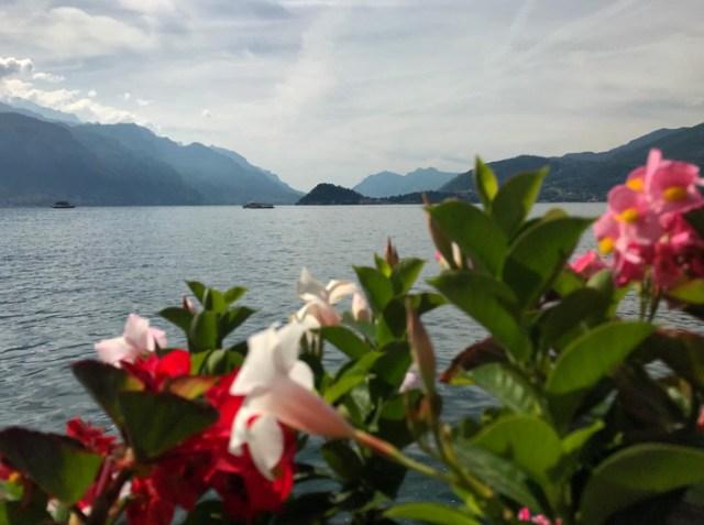 Menaggio ha un lungolago meraviglioso con vista sul centro del Lago di Como e Bellagio