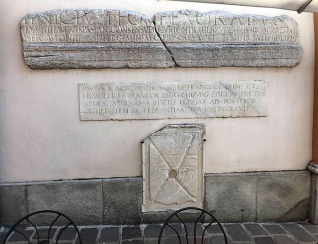 La Chiesa di Santa Marta a Menaggio ha una lapide funeraria romana nel muro