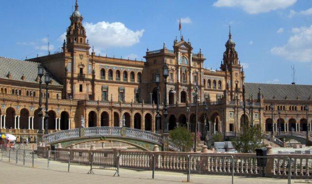 Plaza de España a Siviglia è uno dei posti più belli della Spagna intera!