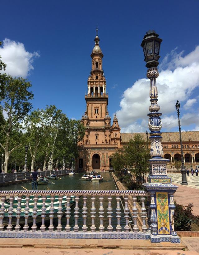 Plaza de Espana è il simbolo di Siviglia: un posto da non perdere!