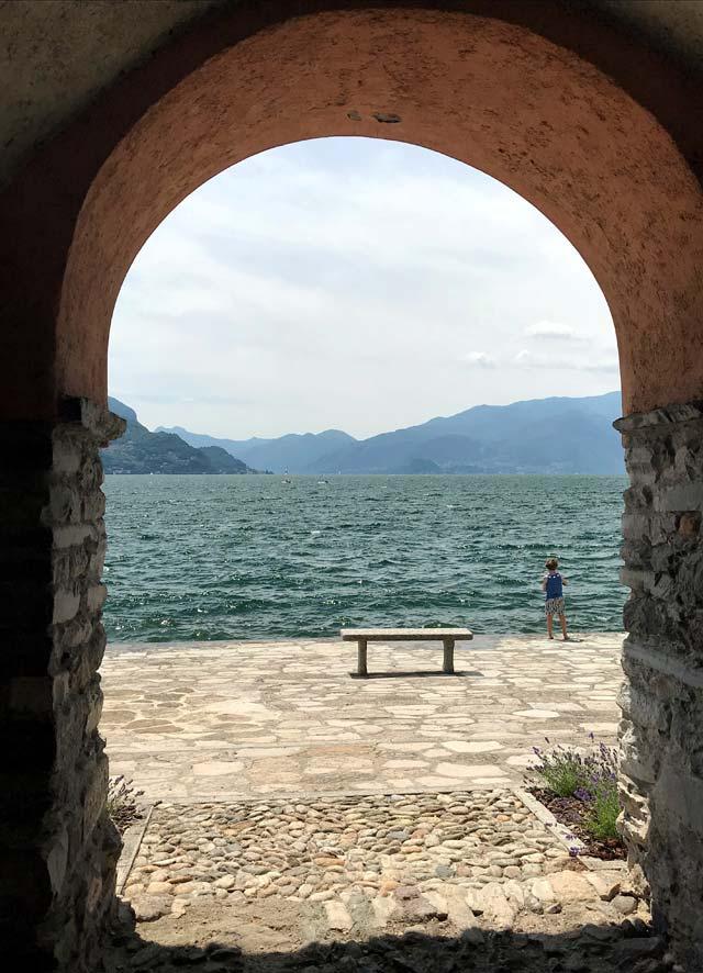 A Rezzonico gli archi aprono passaggi segreti che arrivano al Lago di Como