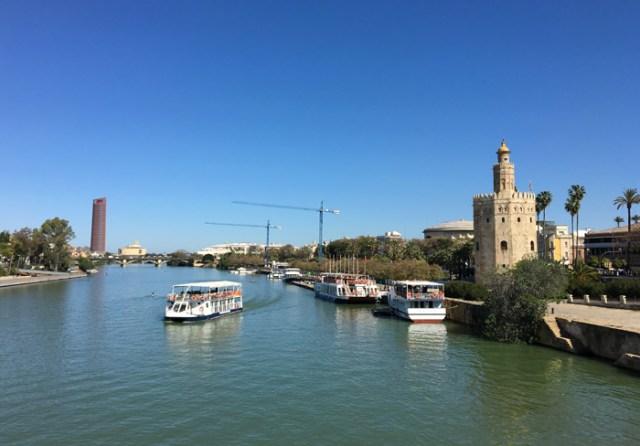 Il fiume Guadalquivir divide il centro storico di Siviglia dal quartiere di Triana