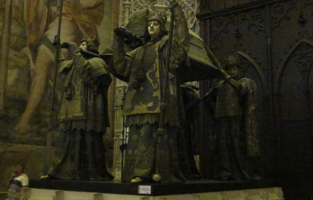 Una delle cose da vedere a Siviglia è la tomba di Cristoforo Colombo