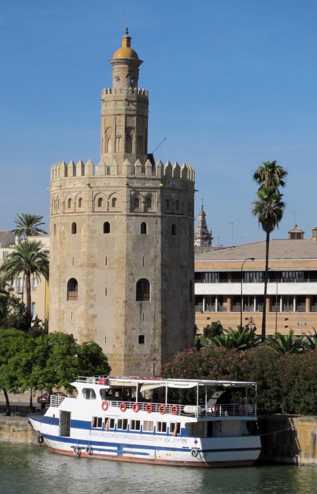 La Torre del Oro è uno dei simboli di Siviglia in Andalusia