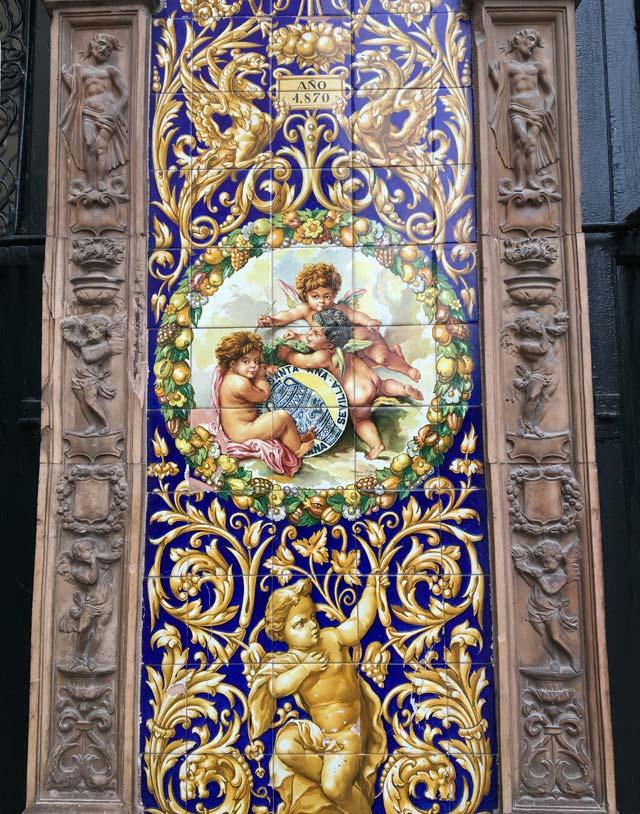 La Ceramica Santa Ana è un famoso negozio di Triana che produce azulejos e piastrelle