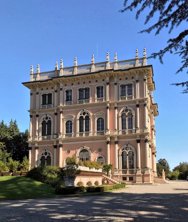 Ville Ponti sono tre ville meravigliose di Varese immerse in un enorme parco all'inglese