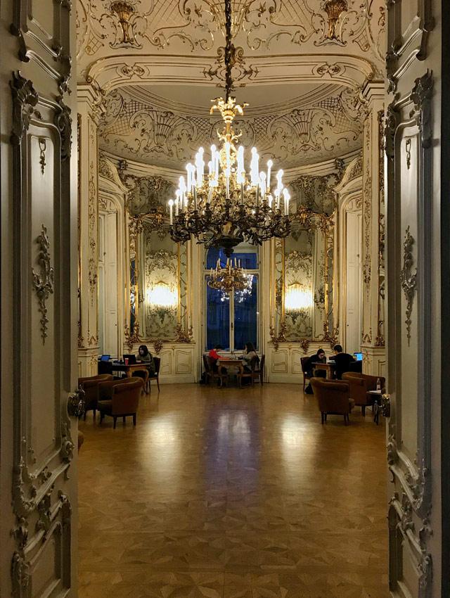 La Biblioteca Ervin Szabó è uno dei gioielli nascosti di Budapest