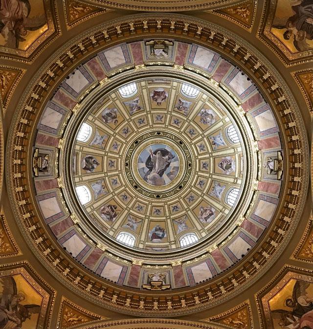 La basilica di Santo Stefano è uno dei monumenti più visitati di Budapest