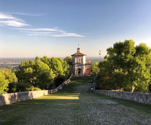 La Via Sacra del Sacro Monte di Varese è lunga 2 km e punteggiata da 14 cappelle