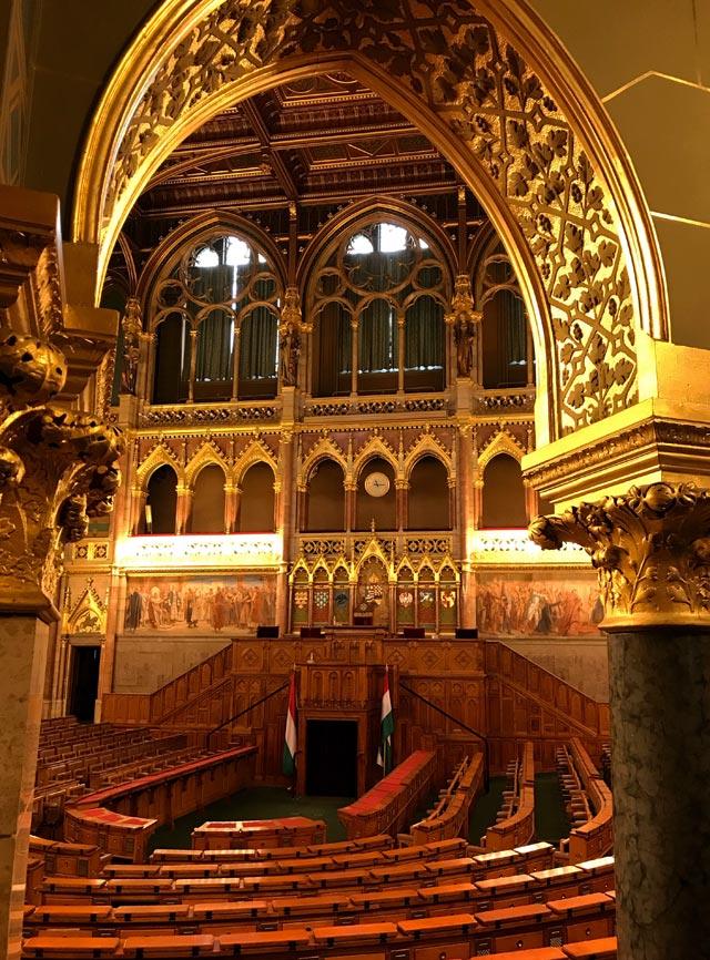 Visita a Budapest? Non dimenticare di prenotare online il Parlamento, gioiello neogotico