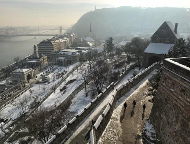 Come salire sul Castello di Budapest e arrivare al Palazzo Reale? La funicolare o a piedi