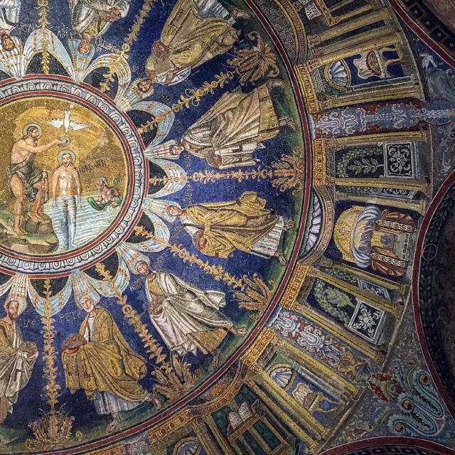 Il blu e l'oro dei mosaici del Battistero degli Ortodossi di Ravenna è sorprendente!