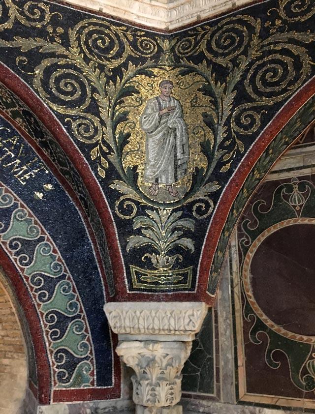 I mosaici del Battistero Neoniano (o degli Ortodossi) di Ravenna sono sorprendenti