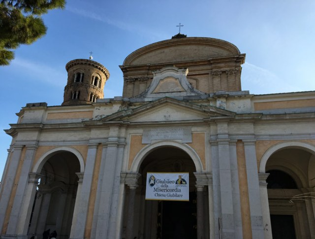 Il Duomo di Ravenna è una cattedrale settecentesca che ha preso il posto della storica Basilica Ursiana