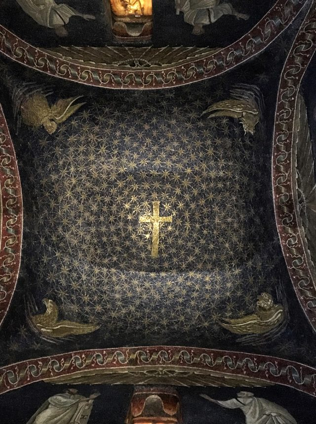 Il Mausoleo di Galla Placidia è un monumento Patrimonio Unesco di Ravenna con mosaici unici