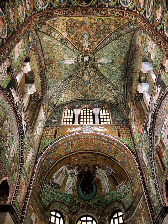 La Basilica di San Vitale a Ravenna coi suoi mosaici è una delle chiese più belle d'Italia