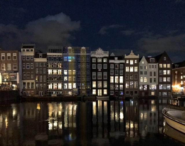 C'è tantissimo da vedere e fotografare a Amsterdam quando scende la notte