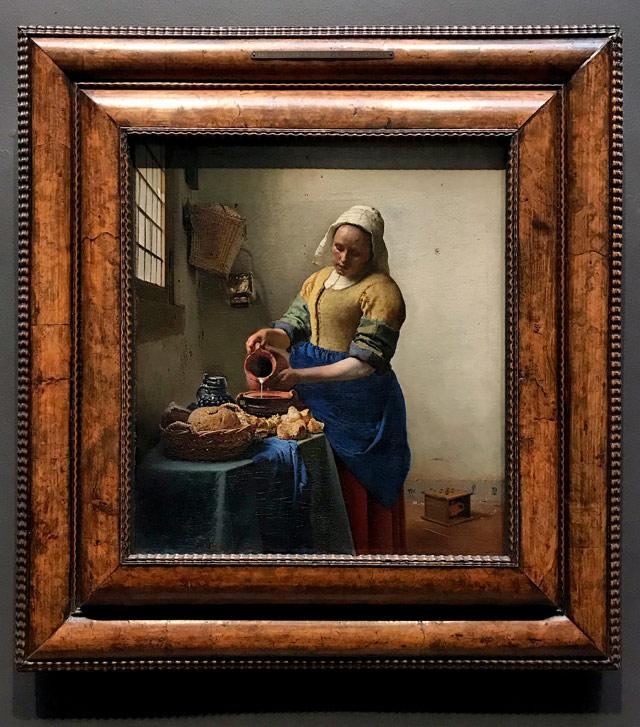 Cosa vedere a Amsterdam? Il Rijksmuseum coi capolavori d'arte olandese come la Lattaia di Vermeer