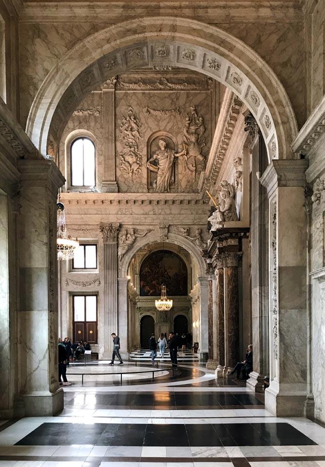 Il Palazzo Reale (Koninklijk Paleis) è l'edificio più bello da vedere a Amsterdam