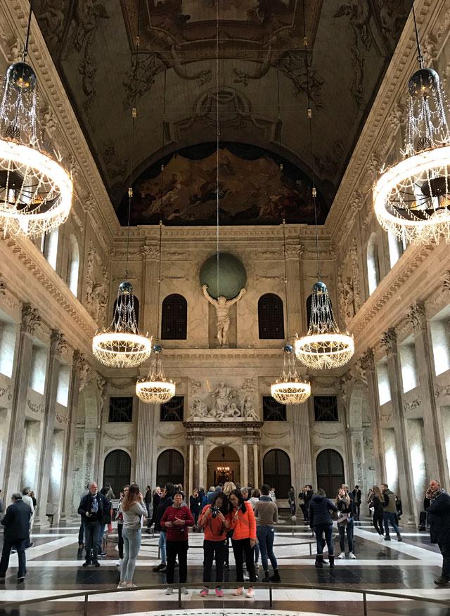 L'edificio più imponente di Piazza Dam e da vedere a Amsterdam è il Palazzo Reale