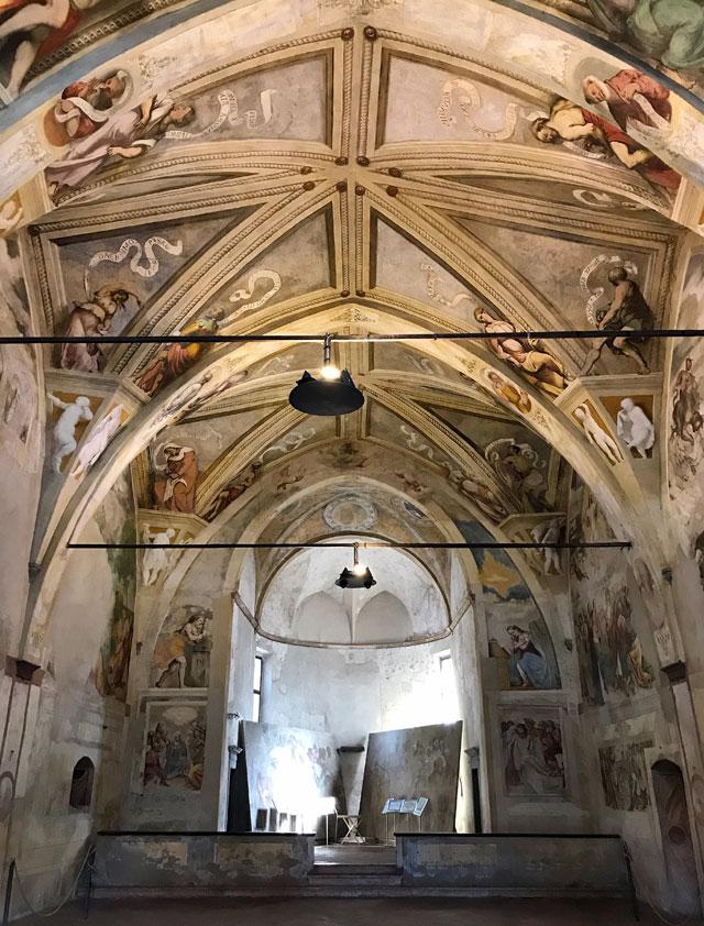 Santa Maria della Neve a Pisogne è completamente affrescata dal Romanino