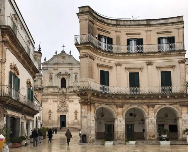 Cosa vedere a Martina Franca? Piazza Immacolata, Piazza del Plebiscito e la Basilica di San Martino
