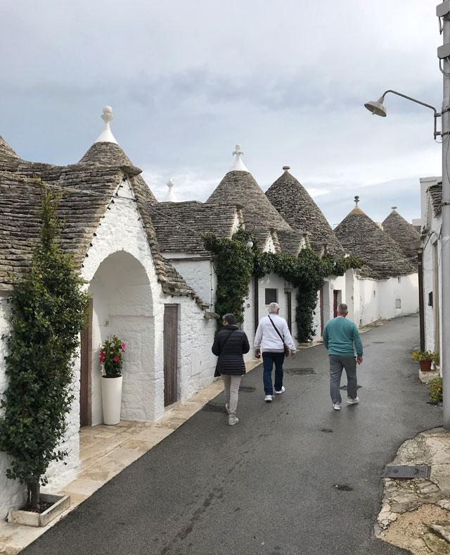 Alberobello è la destinazione della Puglia famosa per i trulli