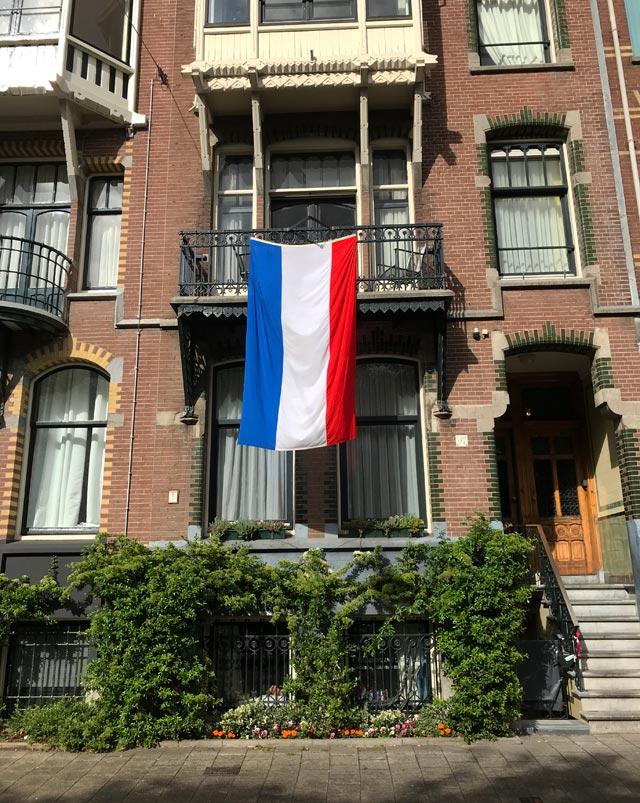 Il Giorno del Re celebra l'orgoglio olandese con bandiere e il colore arancio