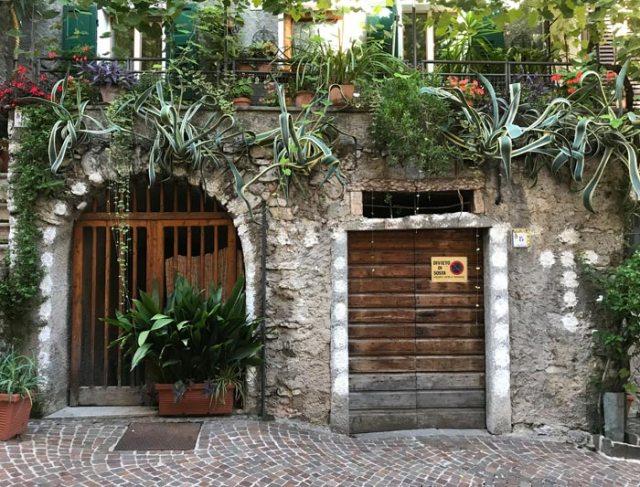 Limone sul Garda è un borgo pittoresco da vedere nell'alto lago di Garda